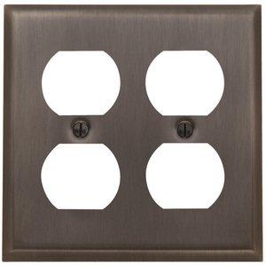 Baldwin Hardware Double Duplex Outlet Beveled Edge Switchplate in Venetian Bronze