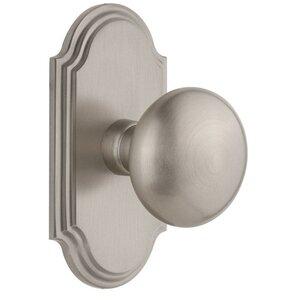 Grandeur Door Hardware Grandeur Arc Plate Passage with Fifth Avenue Knob in Satin Nickel
